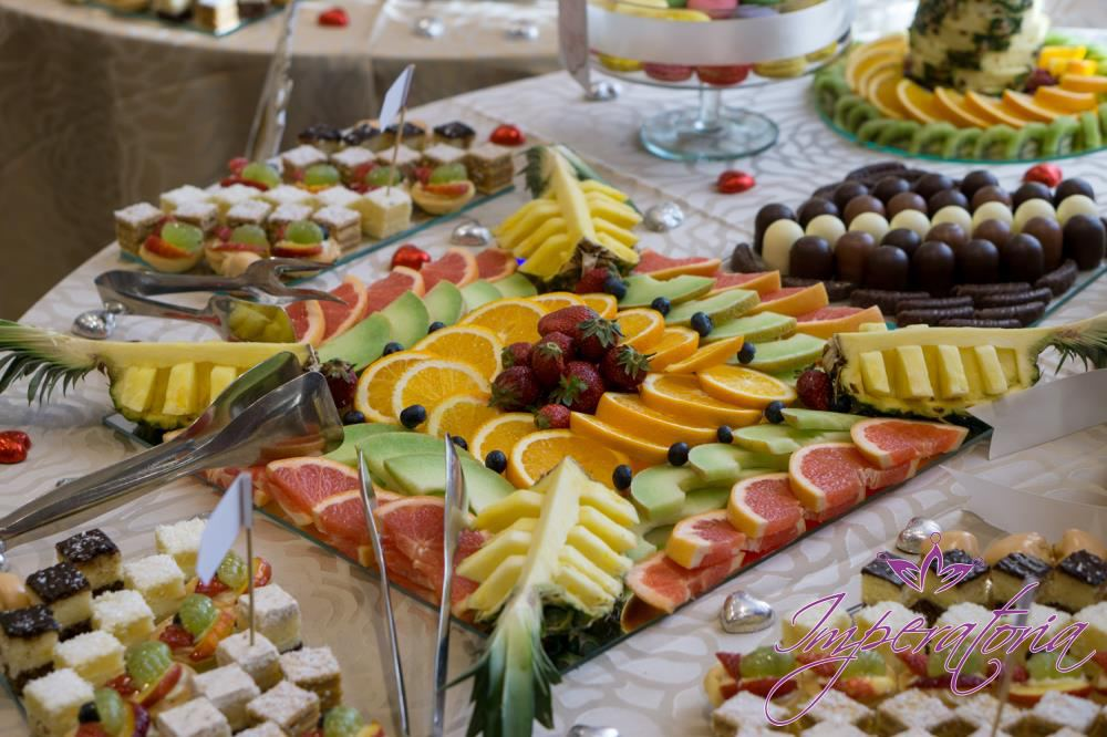 Masa de fructe si candy bar